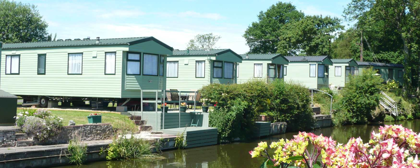 Mobile holiday homes adjacent to the canal