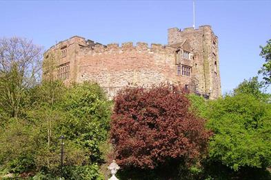 Looking up to Tamworth castle from the grounds